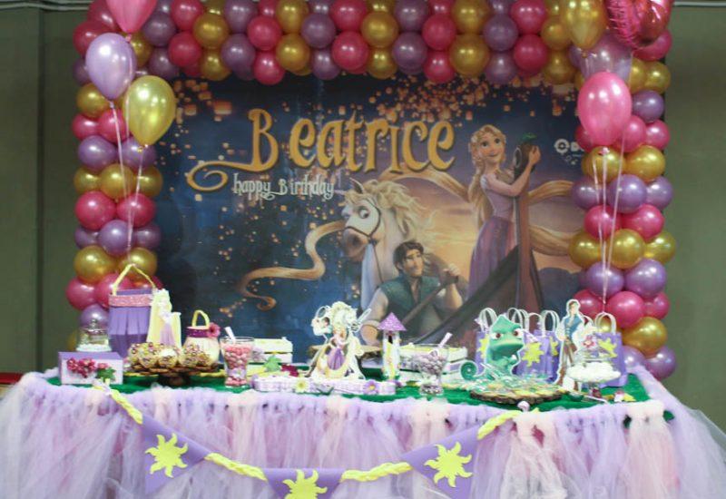 festa di compleanno beatrice a tema rapunzel allestimento