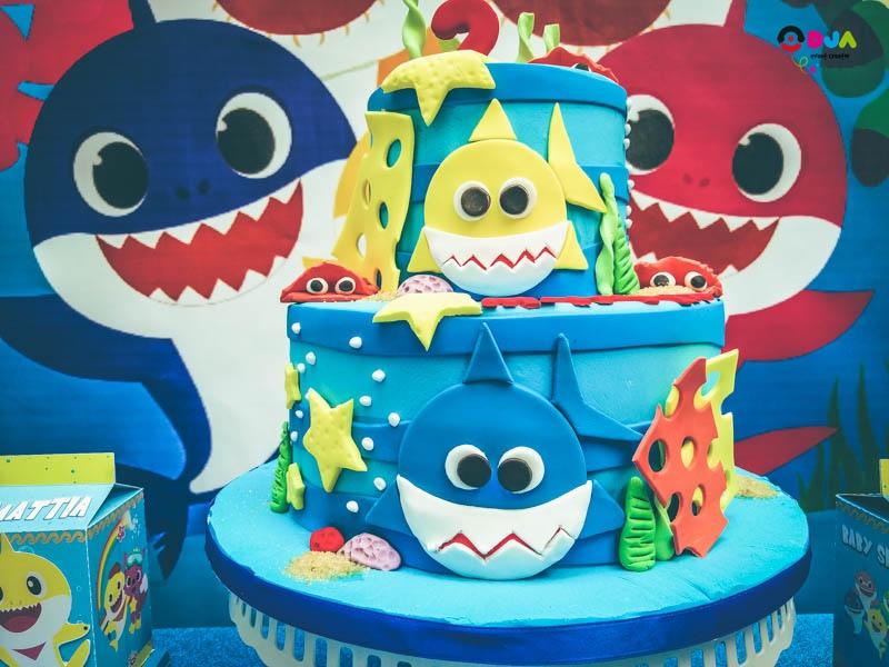 festa di compleanno mattia baby shark torta
